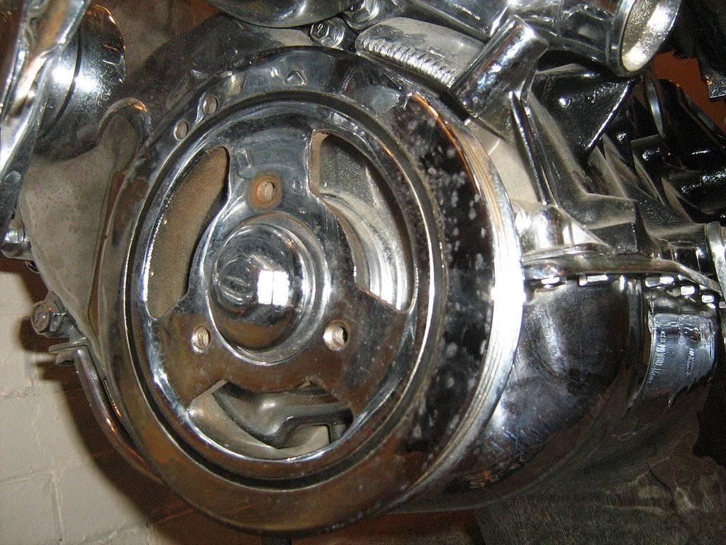 1200px-Jeep_2.5_liter_4-cylinder_engine_chromed_p.jpg
