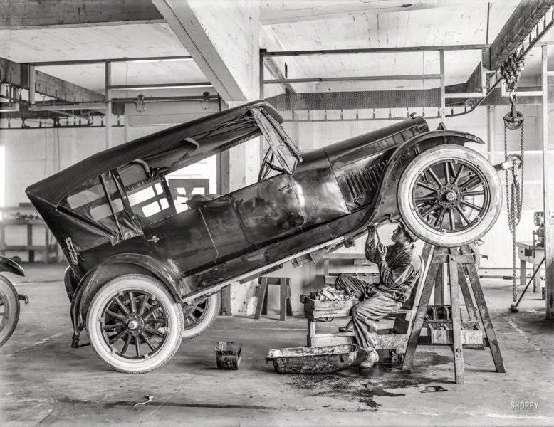 1919 pit lift.jpg