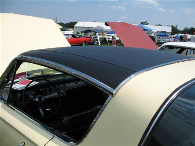 1966 Barracuda vinyltop close-up.jpg