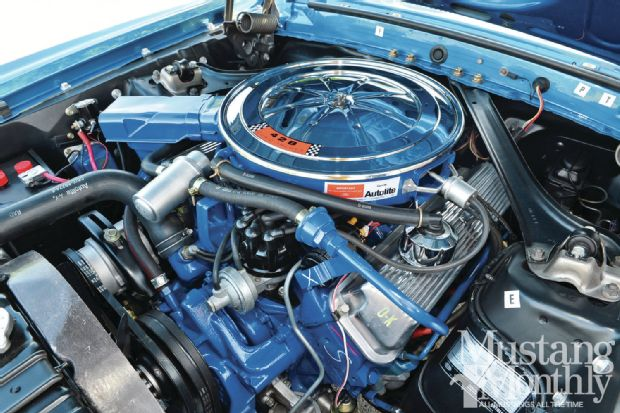 1969-ford-mustang-428-cobra-jet-convertible-engine-bay.jpg