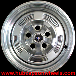 559_AD5_Plymouth_Barracuda_Valiant_hubcap.jpg