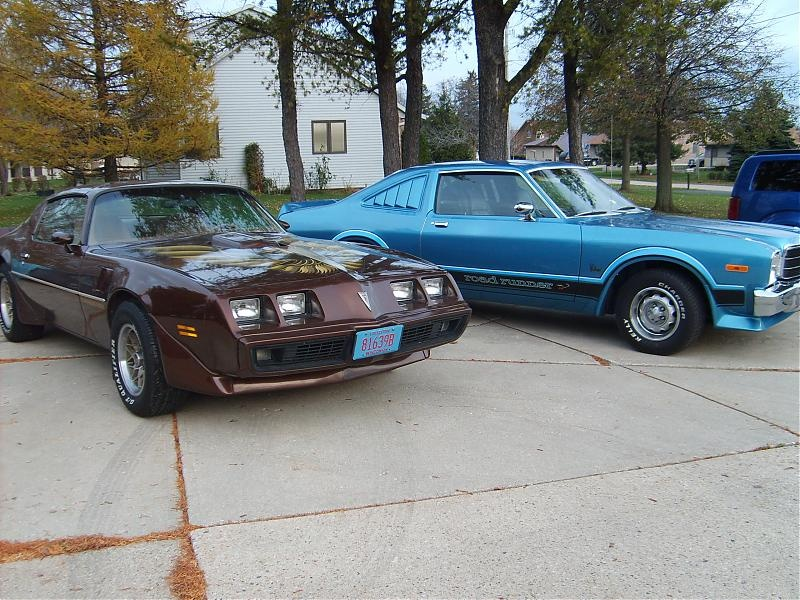 f body roadrunner, very rare blue, car is like new, mopar nats
