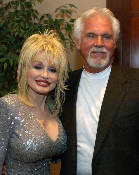 dolly-parton-and-kenny-rogers-news-photo-1584883494.jpg