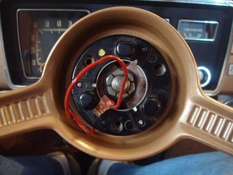 Early A Steering Wheel R&I 6-1.jpg