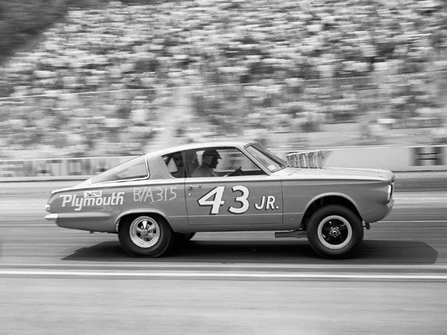 hrdp_0211_01_z+richard_petty_driving_experience+plymouth_barracuda.jpg