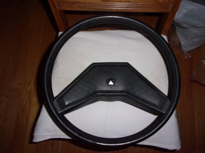 LeBaron Steering Wheel 15 inch Diameter 001.JPG