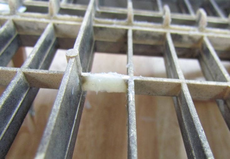missing grille bar 4.JPG