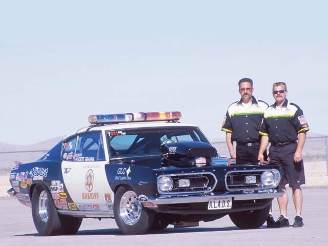 mopp_0602_03z-1967_plymouth_barracuda_police-front_side.jpg