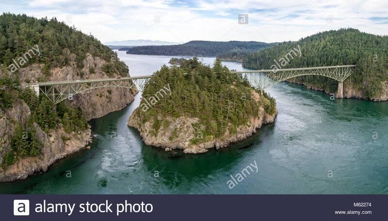 panoramic-view-of-deception-pass-bridge-in-washington-state-M62274.jpg