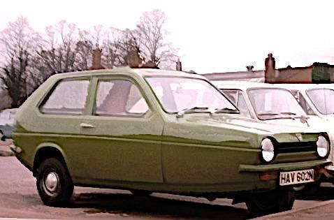 Reliant_Robin_ca_1974_green_in_Ely.jpg