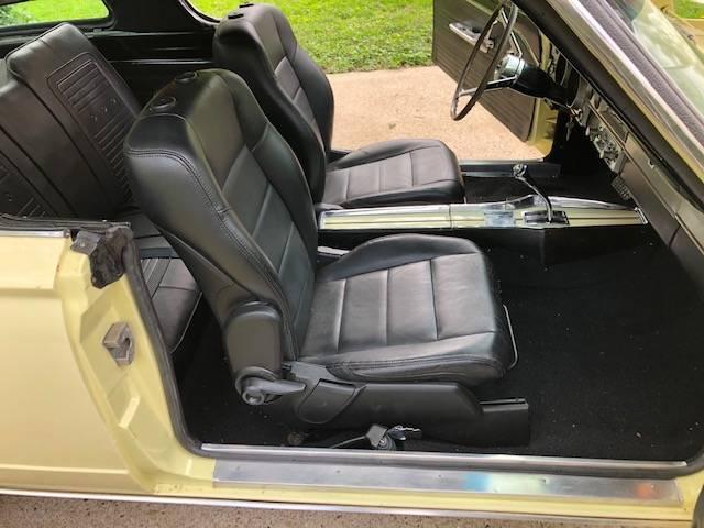 Seats & console.jpg
