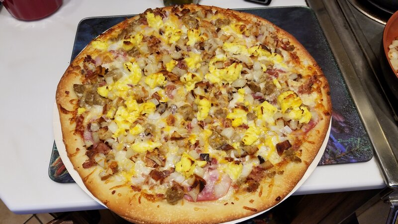Thanksgiving breakfast pizza.jpg2.jpg